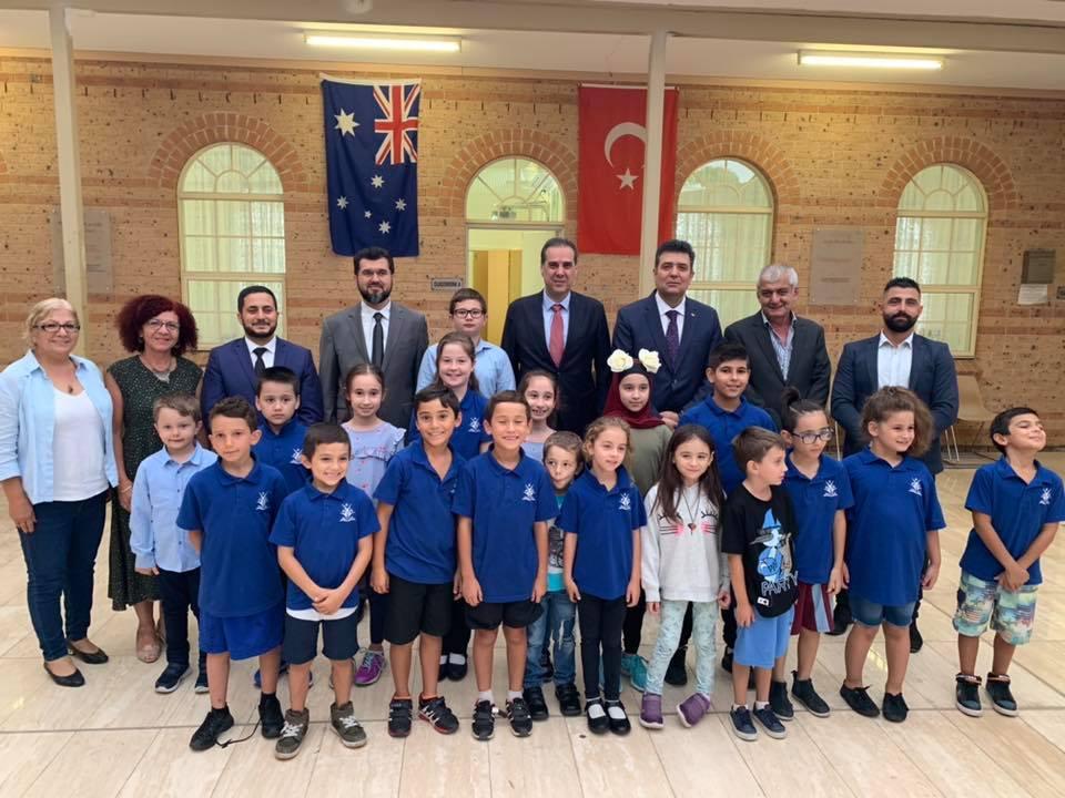 Büyükelçimiz Bonnyrigg Cami ve Türk Okulunu Ziyaret Ettiler